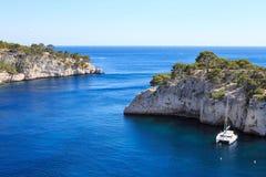 Calanques do Pin do porto no cássis, Provence, França Fotografia de Stock Royalty Free
