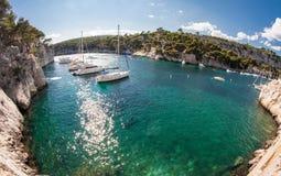 Calanques med sailingboats Fotografering för Bildbyråer
