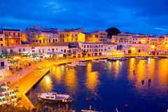 Calasfonts Cales Fonts Port solnedgång i Mahon på Balearics Royaltyfri Fotografi