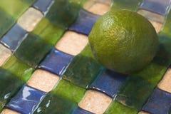 Calce sull'azzurro e sul vetro verde Fotografie Stock Libere da Diritti