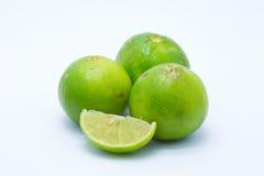 Calce verdi fresche su bianco Immagini Stock