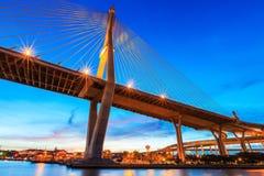 Calcestruzzo crepuscolare del ponte Immagine Stock