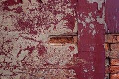Calcestruzzo decomposto con il mattone esposto Fotografie Stock Libere da Diritti