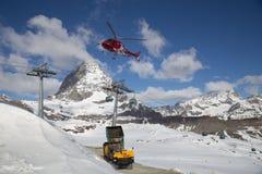 Calcestruzzo di caricamento dell'elicottero Fotografie Stock