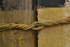Calcestruzzo di legno di struttura con cavo fotografia stock