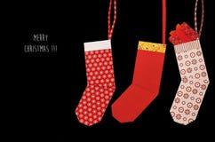 Calcetín rojo de la Navidad de la papiroflexia con los presentes Foto de archivo libre de regalías