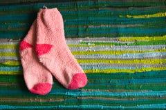 Calcetines en la alfombra Imagen de archivo libre de regalías