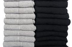 Calcetines masculinos doblados cuidadosamente en una pila Fotos de archivo
