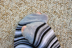 Calcetines rayados por completo de agujeros Foto de archivo libre de regalías