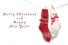 Calcetines rojos de la Navidad de las lanas en blanco Imágenes de archivo libres de regalías