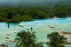 A calcificação a maior ponds em Huanglong, Sichuan, China foto de stock royalty free