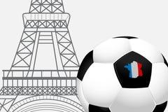 Calcio 2016 della Francia Il pallone da calcio con il francese inbandiera i colori e la torre Eiffel Immagini Stock