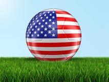 Calcio di calcio con la bandiera di U.S.A. su erba Fotografia Stock
