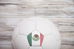 Calcio: Fondo messicano del pallone da calcio per Competi internazionale fotografia stock