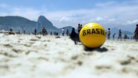 Calcio nella sabbia alla spiaggia di Copacabana Fotografia Stock Libera da Diritti