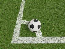 Calcio o calcio nel campo di erba verde su conner Immagine Stock