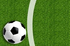 Calcio su verde fresco della molla fotografie stock
