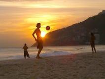 Calcio sulla spiaggia Fotografie Stock Libere da Diritti