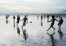 Calcio sulla spiaggia Fotografie Stock