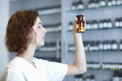 Calciumchlorid en farmacia fotos de archivo