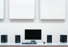 Calcolatore, altoparlanti & video fotografie stock