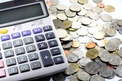 Calcolatore con la moneta Immagine Stock
