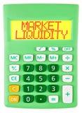Calcolatore con LIQUIDITÀ del MERCATO isolato immagini stock libere da diritti