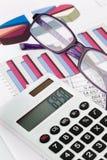 Calcolatore dei grafici e un bilancio Fotografia Stock