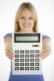 Calcolatore della holding della donna fotografia stock libera da diritti