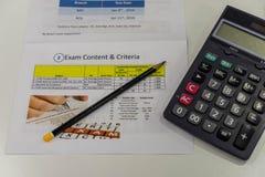 Calcolatore e carta di risultato dei test Immagini Stock