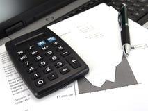 Calcolatore e grafico con la penna fotografie stock libere da diritti