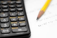 Calcolatore e matita isolati su un fondo bianco Immagine Stock Libera da Diritti