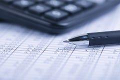 Calcolatore e Pen On Sheet fotografie stock