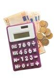 Calcolatore, euro banconote ed euro monete isolati su bianco immagine stock libera da diritti