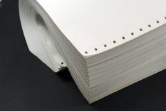 Calcolatore o documento continuo fotografie stock libere da diritti