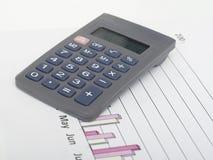 Calcolatore sul diagramma Fotografia Stock