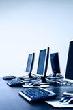 Calcolatori in ESSO ufficio immagini stock libere da diritti