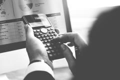 Calcoli il concetto di debito di profitto di conto finanziario dell'equilibrio immagine stock libera da diritti