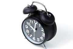 Calcoli l'uomo d'affari miniatura o la piccola gente che sta con l'allarme immagine stock