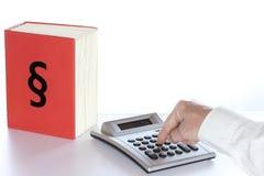 Calcoli su uno scrittorio fotografie stock libere da diritti