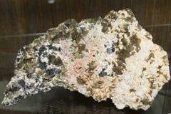 Calcopirite, quarzo, calcite e Sphalerit Fotografie Stock Libere da Diritti