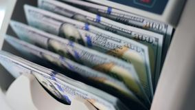 Calcul mécanique des billets de banque du dollar banque de vidéos