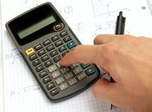 Calculadora científica en el papel del cuaderno imagenes de archivo