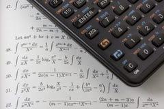 Calculadora científica no livro de texto da matemática Fotos de Stock Royalty Free