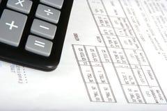 Calculadora com factura imagem de stock royalty free