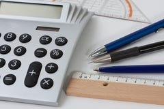 Calculadora com penas e uma régua Fotos de Stock