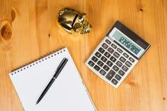 Calculadora com Piggybank e um bloco de notas Imagens de Stock Royalty Free