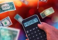 Calculadora con el dinero de la palabra en la exhibición Imagenes de archivo