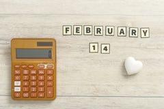 Calculadora con la fecha de las tarjetas del día de San Valentín del 14 de febrero Imágenes de archivo libres de regalías