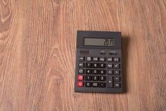Calculadora con la palabra 2017 en la exhibición Fotografía de archivo